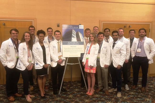 Dental Students Present at SCDA meeting